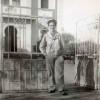 1953-1956 : Photo souvenir d'un Colbertois devant la mairie construite en 1933